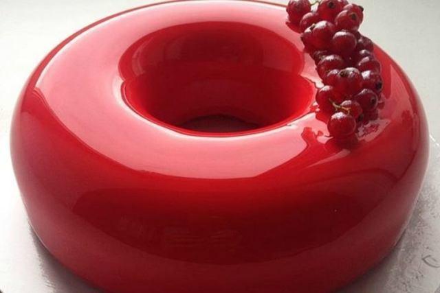 RedDoughnutBerriesImpressiveCakesList