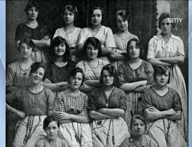 Old photo of group of women features ghostly hand