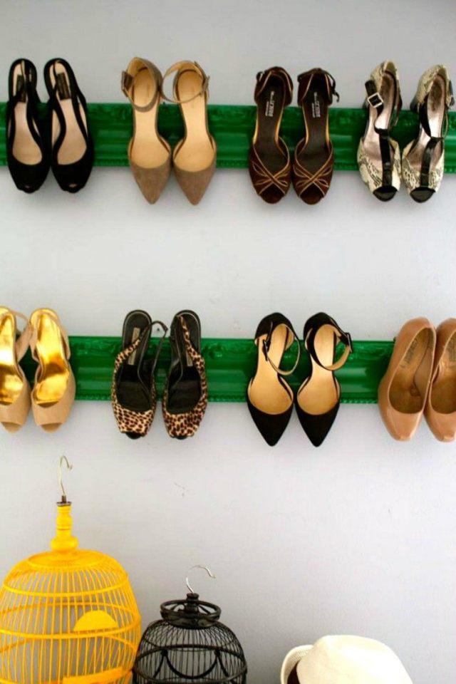 Molding shoe shevles