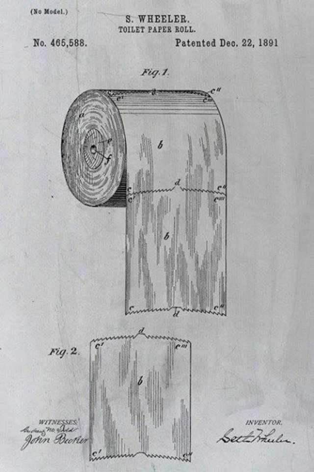 Close-up of toilet paper patent showing correct hanging