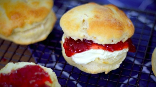 3-ingredient light and fluffy scones with cream and jam