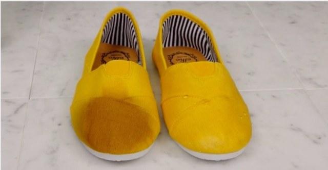 мокрой обуви рядом с водонепроницаемой обуви