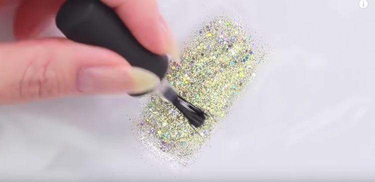 Image of glitter sticker.