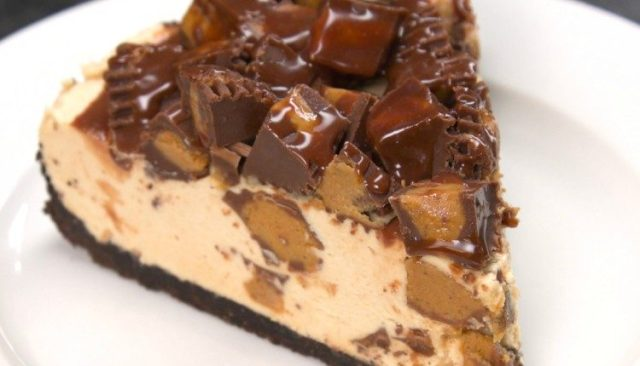 No-Bake Reese\'s Peanut Butter Cup Cheesecake