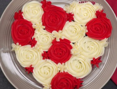 Heart-Shaped Pull-Apart Cake featured image