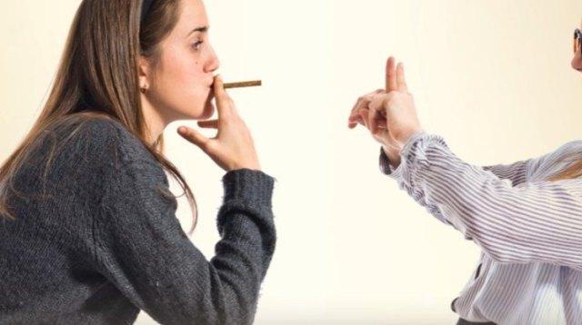 Friend rejects smoking.