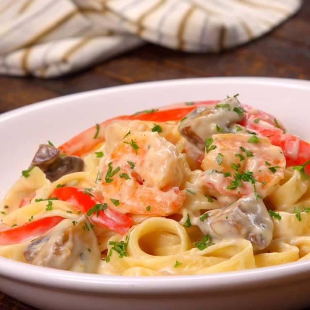 Shrimp Alfredo Pasta close-up plated