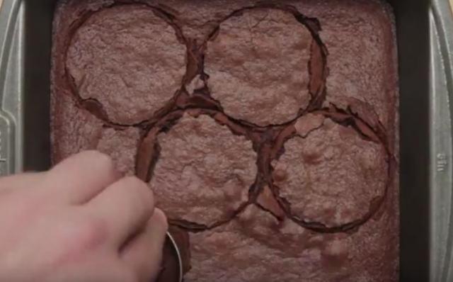 "Cut chocolate cake into circles to make ""burgers"""