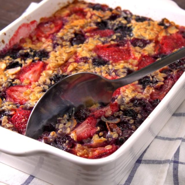Heartwarming breakfast bake spiced with brown sugar and cinnamon, and filled with creamy rolled oats, toasted almonds, and juicy strawberries & blueberries.