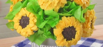 Step-by-step instructions for this edible bouquet of cheery sunflower cupcakes, which makes a sweet gift or party centerpiece--that doubles as dessert!