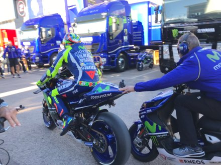 rossi back to paddock