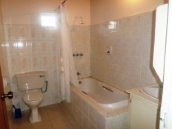 sunrise-park-trincity-house-for-sale-bathroom