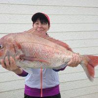 青イソメ流し釣りで88cmの巨大真鯛やってきた~!(^^)!