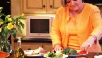 Expert: Keep Dinner Tonight! Healthy Cooking School on front burner