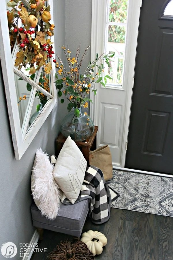 Small Entryway Decorating Ideas   Today s Creative Life Small Entryway Decorating Ideas