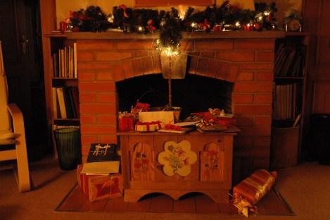 Weihnacht vor dem alten Cheminee