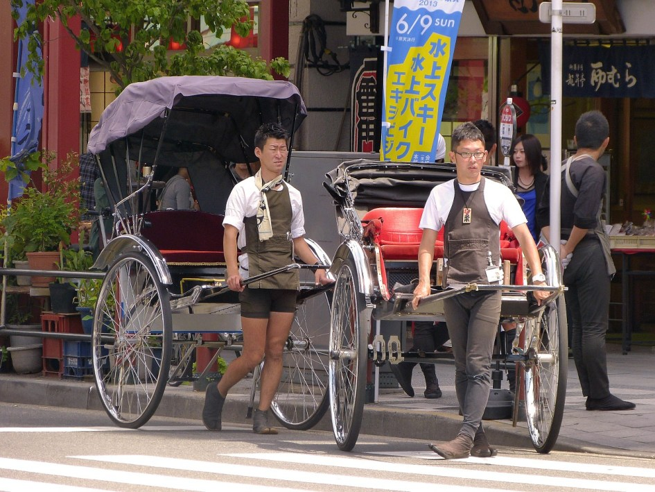 Rickshaw drivers ready to give you a ride in Asakusa
