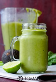 Pear Arugula And Avocado Green Smoothie