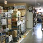 店舗仕入れはバックヤードも丁寧に仕入れる。
