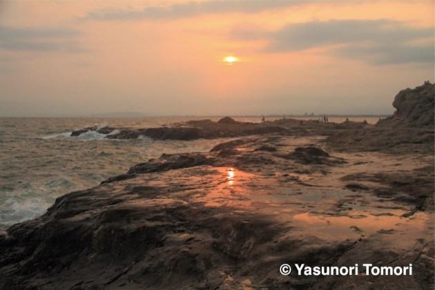 夕暮れの、ほんの一瞬、その刹那の輝きが美しい=江ノ島にて