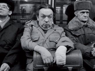 Harald Hauswald, Aus der Serie Alltag, 1978-1989 U-Bahnlinie A, Ost-Berlin, 1986, DDR Schwarz-Weiß-Fotografie Courtesy the artist/OSTKREUZ