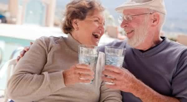previne doencas entre as razoes para beber mais agua