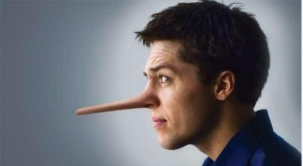 Top 10 mentiras comuns que os homens dizem as suas namoradas