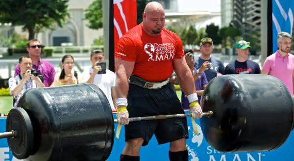 Brian Shaw entre os homens mais fortes do mundo