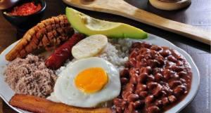 Bandeja paisa Mejores comidas de Colombia
