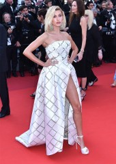 cannes-red-carpet hailery baldwin