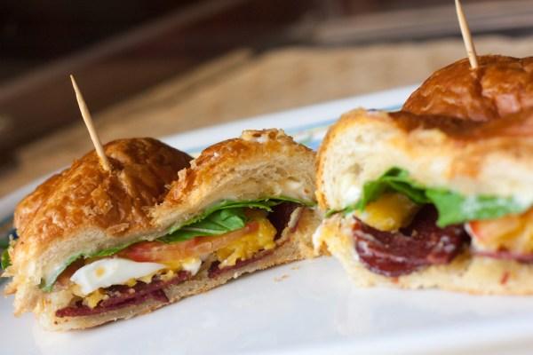 ساندوتش البيبروني و البيض