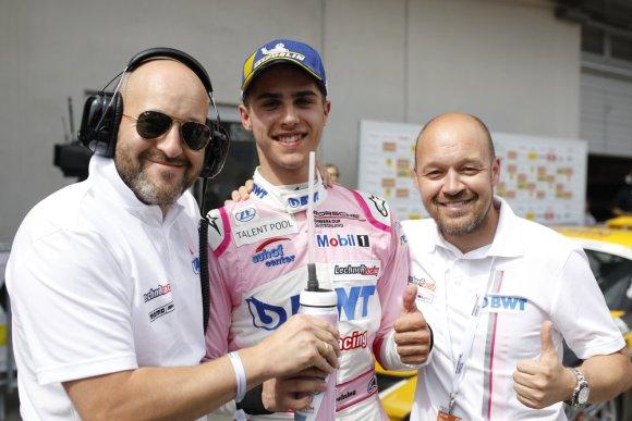 Thomas Preining mit Walter und Robert Lechner © Porsche AG