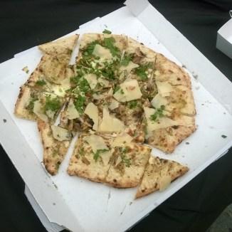 Pizza Tartufo (Champignons, Mozzarella, Parmesan, Crème de Truffe)