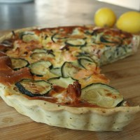 Quiche courgette-saumon à l'estragon et citron