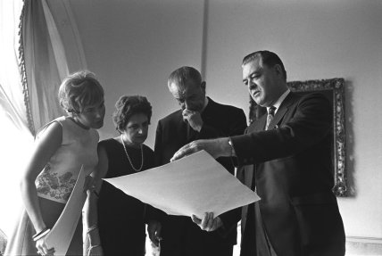 From left: Peggy Smeeton, Helen Thomas, President Lyndon Johnson, Chuck Wright