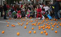 Rodada de naranjas. Carnaval Torrelodones