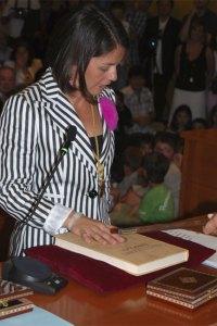 Elena Biurrún al jurar el cargo de Alcaldesa de Torrelodones