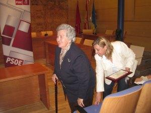 Dª Julia Ybarra y su hija