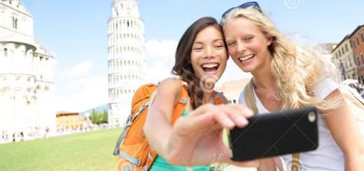 amici-dei-turisti-di-viaggio-che-prendono-foto-pisa-33975999