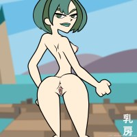 Skinny Gwen is showing her back to camera while being absolutely nude!