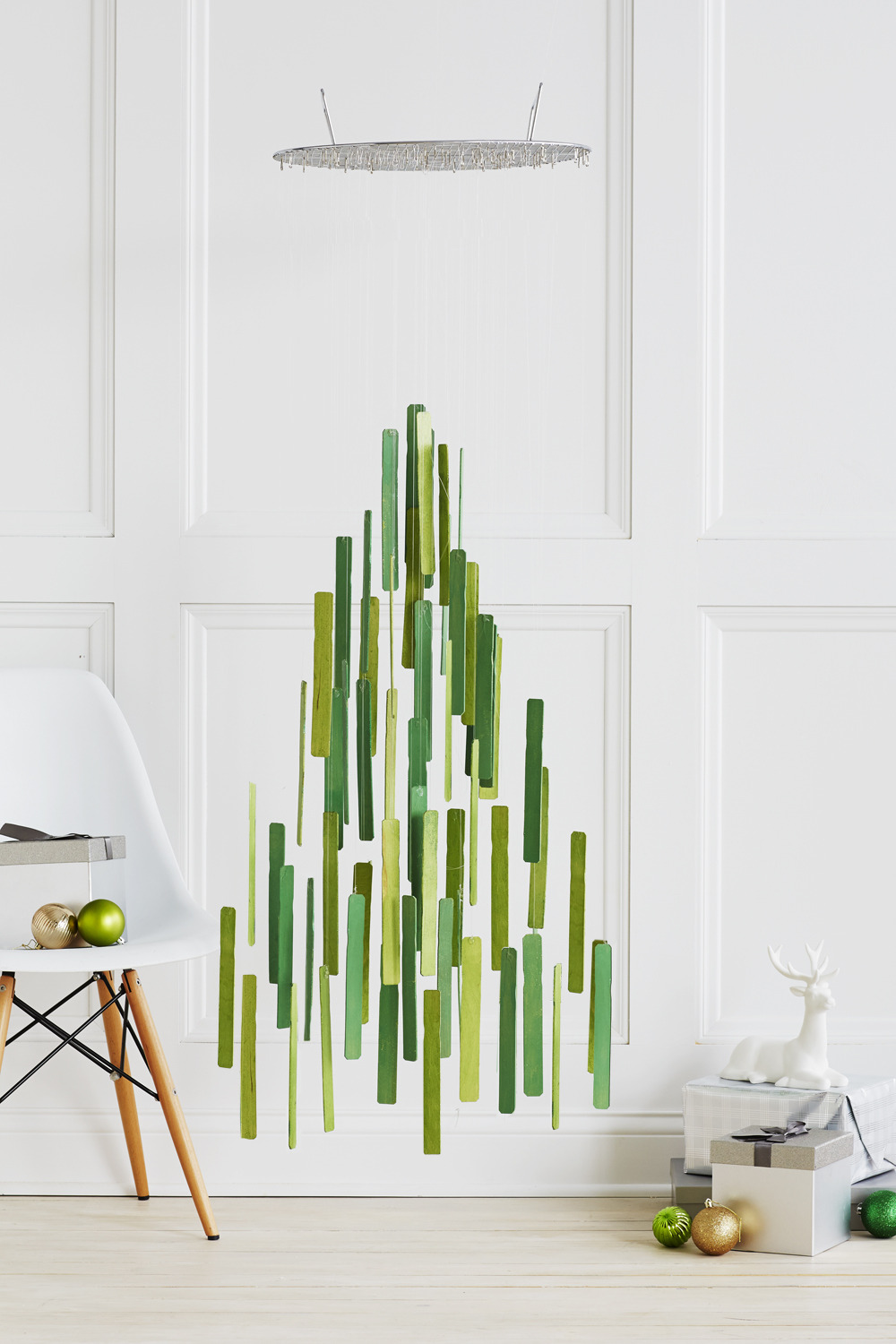 06 curbly.com abstract christmas tree sticks abstraktny stromcek