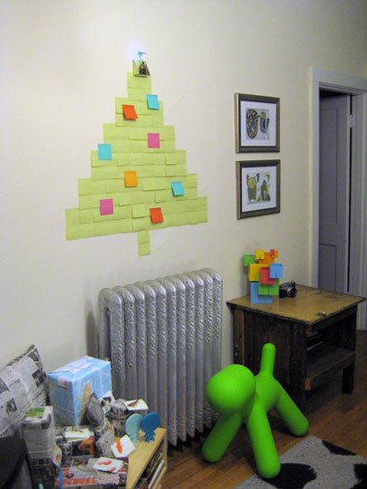 24 apartmenttherapy.com postit christmas tree