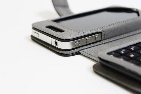 sanko_iphone_minikeyboard_leather_case_7.jpg