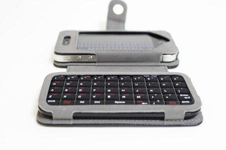 sanko_iphone_minikeyboard_leather_case_8.jpg