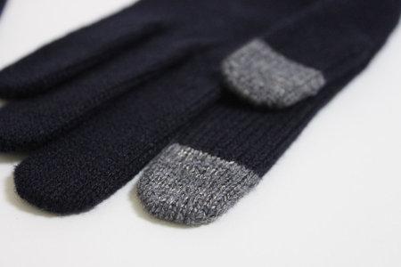 muji_knit_gloves_iphone_3.jpg