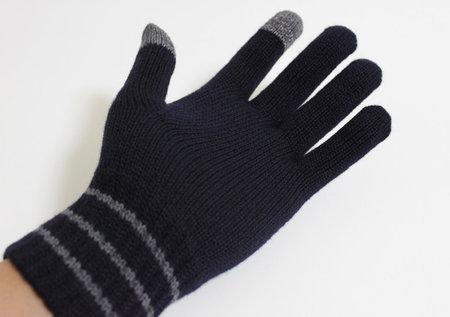 muji_knit_gloves_iphone_4.jpg