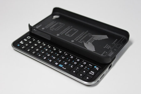 boxwave_keyboard_buddy_case_iphone4_3.jpg