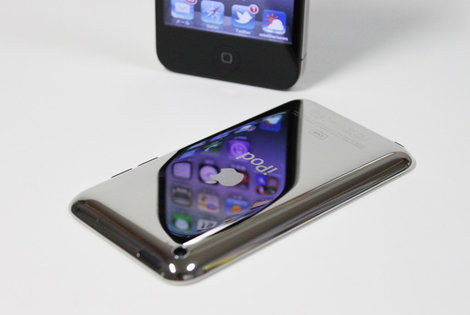 ipodtouch_4th_white_3.jpg