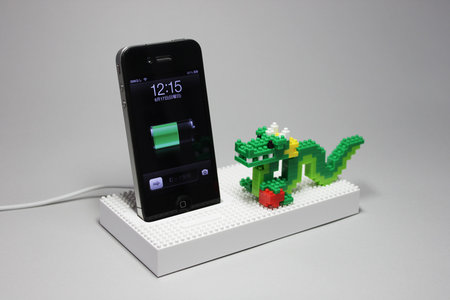 nanoblock_universal_dock_iphone_ipod_0.jpg