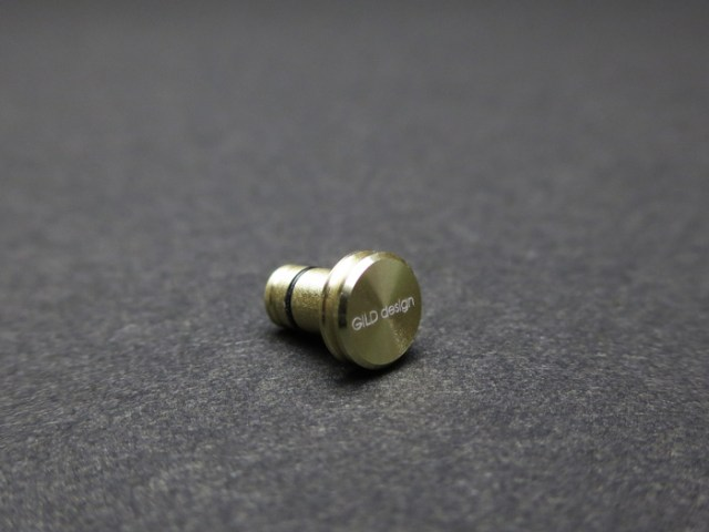 gild_design_earphone_jack_cover_gold_2
